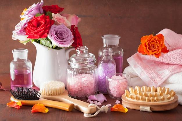Aromathérapie spa aux fleurs roses, huiles essentielles et pinceau au sel