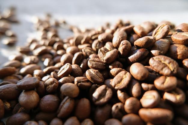 Arôme de fond fait de grains de café à la lumière du soleil