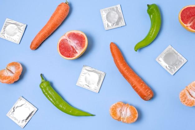 Arrangement abstrait de santé sexuelle avec de la nourriture
