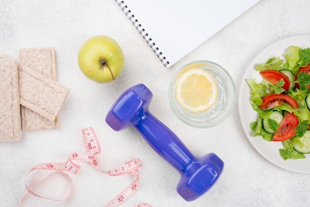 Arrangement avec des aliments sains