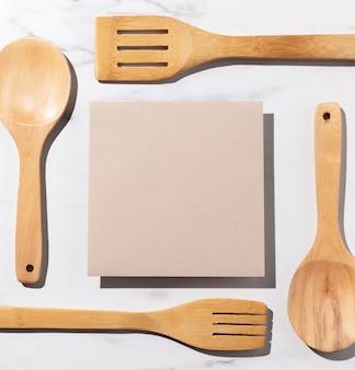 Arrangement d'articles de cuisine vue de dessus