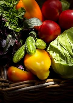 Arrangement automnal de légumes frais