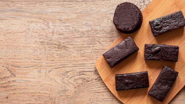 Arrangement de barres de chocolat avec espace copie