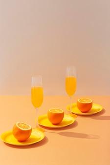 Arrangement de boissons et d'oranges