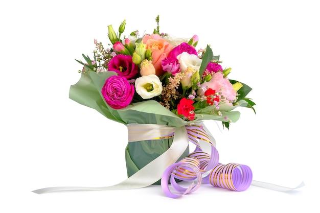 Arrangement de bouquet de fleurs colorées