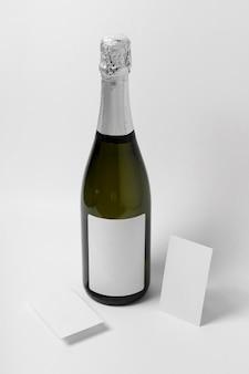 Arrangement de bouteille de champagne à angle élevé