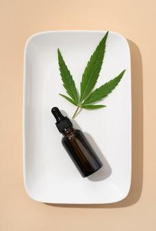 Arrangement de bouteille d'huile de cannabis