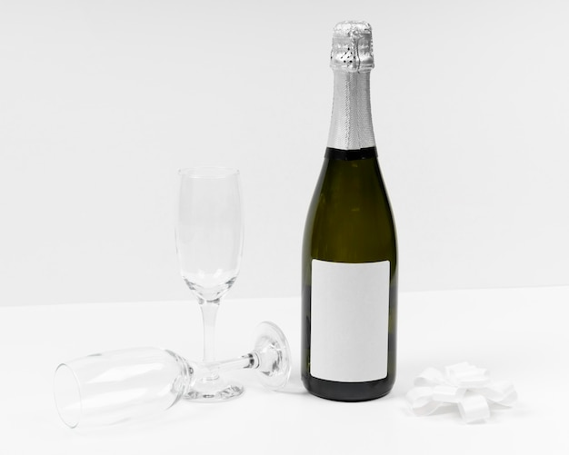 Arrangement de bouteilles et verres