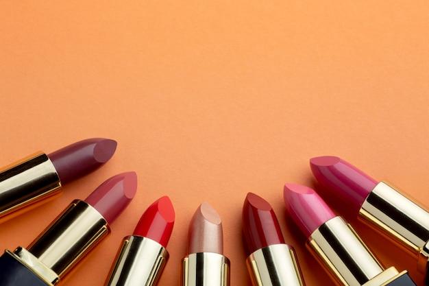 Arrangement de cadre de rouges à lèvres vue de dessus