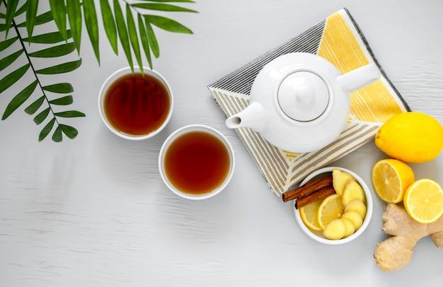 Arrangement de cérémonie du thé asiatique traditionnelle