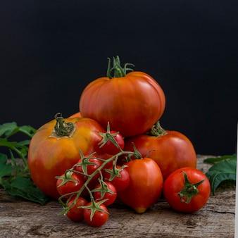 Arrangement de citrouilles et tomates