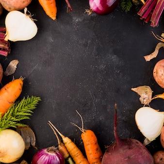 Arrangement coloré de légumes avec espace copie