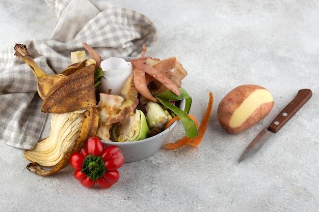 Arrangement de compost fait de nourriture pourrie