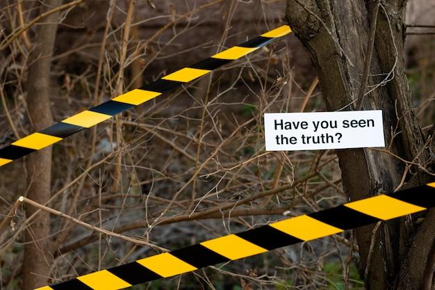 Arrangement de concept de vérité sur une scène de crime