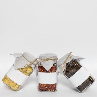 Arrangement de condiments avec copie-espace