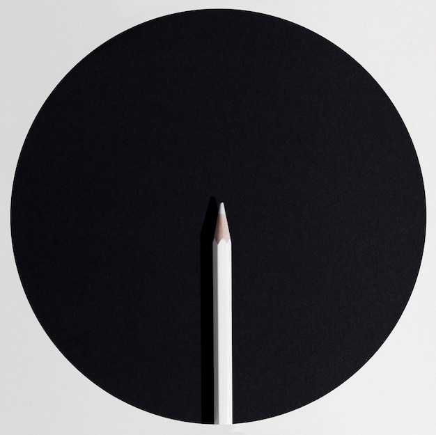 Arrangement de crayon blanc vue de dessus