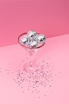 Arrangement créatif de confettis festifs