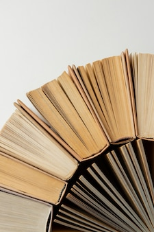 Arrangement Créatif Avec Différents Livres Photo gratuit