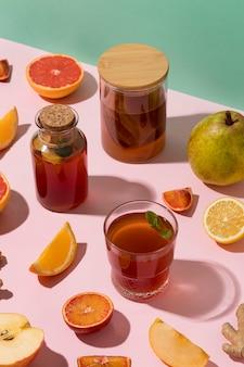 Arrangement avec de délicieuses boissons fermentées