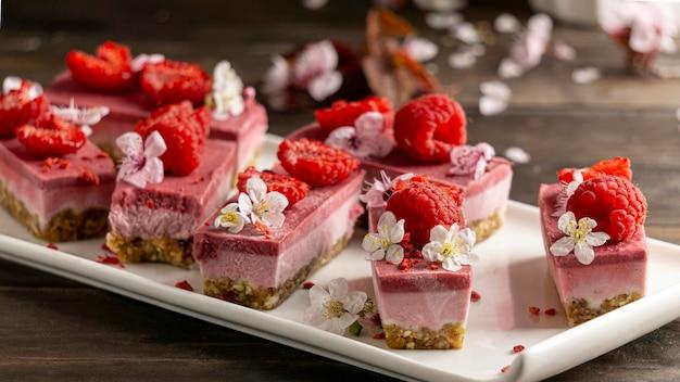Arrangement de délicieux dessert fait maison