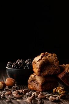 Arrangement de délicieux gâteaux sucrés