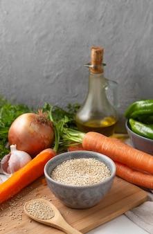 Arrangement de délicieux légumes crus