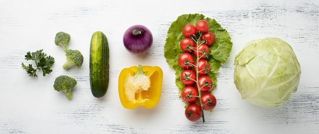 Arrangement de délicieux légumes à plat