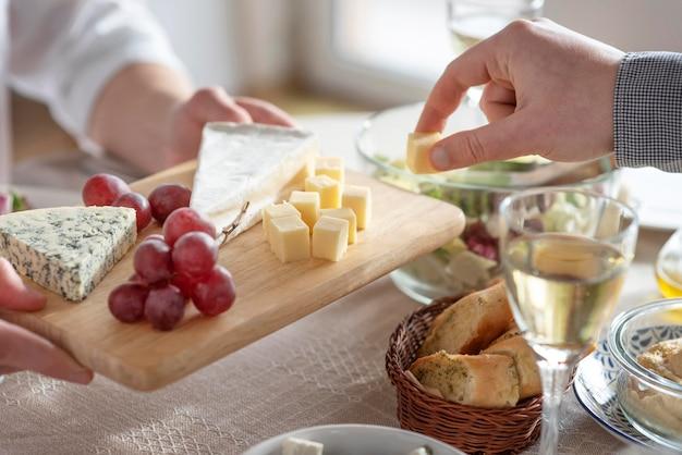 Arrangement de délicieux repas sur la table