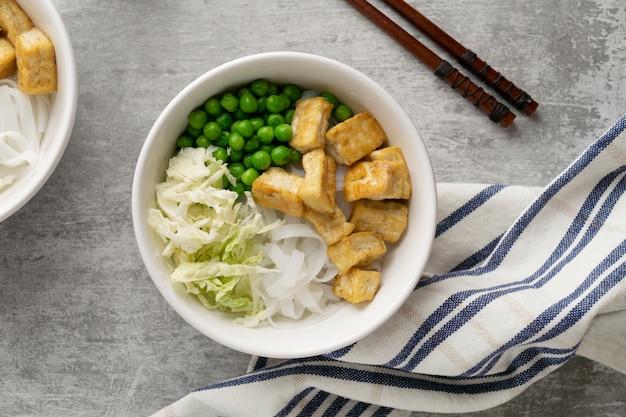 Arrangement avec un délicieux repas végétalien