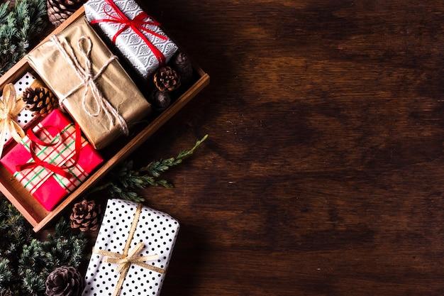 Arrangement de différents cadeaux de noël