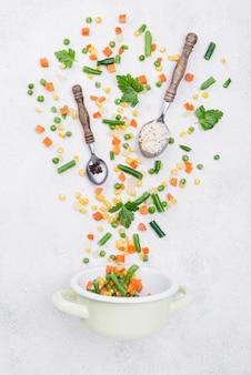 Arrangement des différents ingrédients sur fond blanc