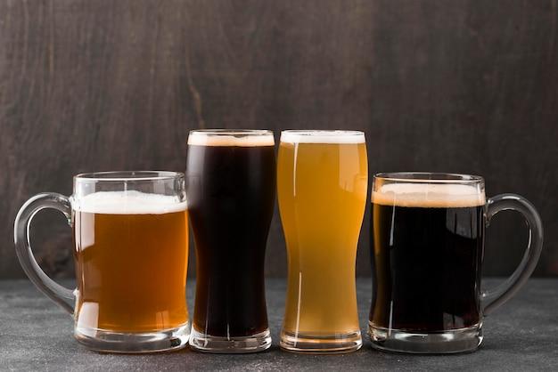 Arrangement avec différents types de bière
