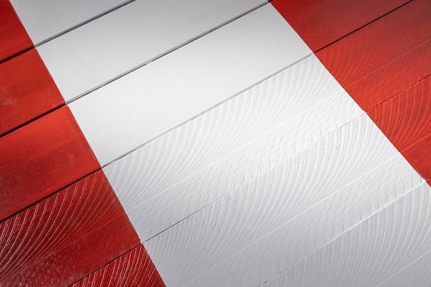 Arrangement de drapeau du pérou en bois