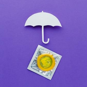 Arrangement du concept de contraception avec parapluie