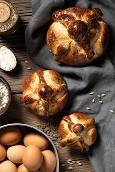 Arrangement du pain traditionnel des morts