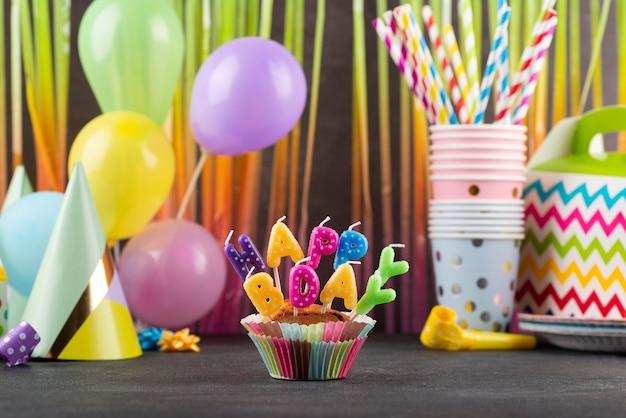 Arrangement d'éléments de fête d'anniversaire