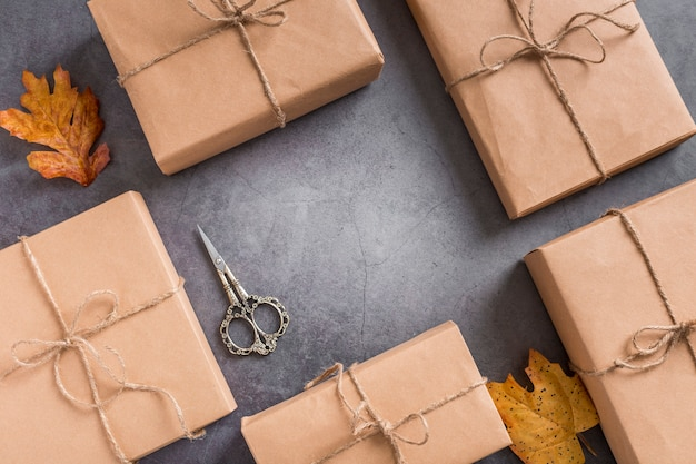 Arrangement d'emballage cadeau vue de dessus