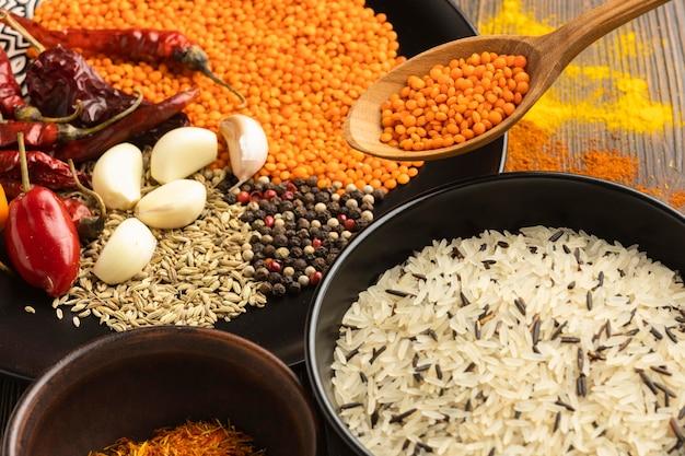 Arrangement d'épices indiennes à angle élevé