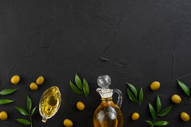 Arrangement de feuilles d'olives avec espace de copie