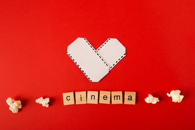Arrangement de film avec lettrage de cinéma