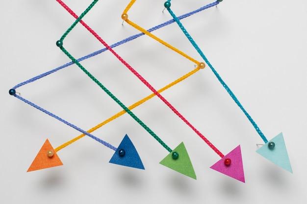 Arrangement de flèches colorées vue de dessus