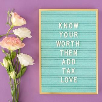 Arrangement de fleurs à plat avec message