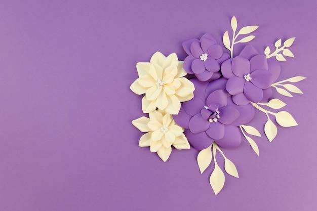 Arrangement floral plat avec copie-espace