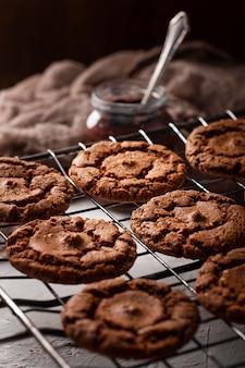 Arrangement de friandises au chocolat à angle élevé