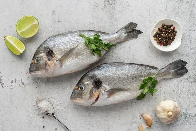 Arrangement de fruits de mer délicieux à plat