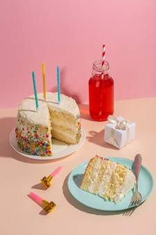 Arrangement de gâteau délicieux à angle élevé