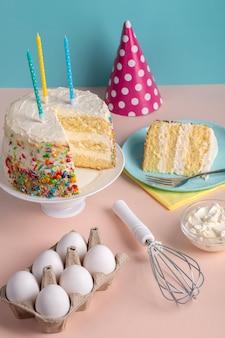 Arrangement de gâteau savoureux à angle élevé