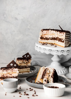 Arrangement de gâteaux au chocolat savoureux