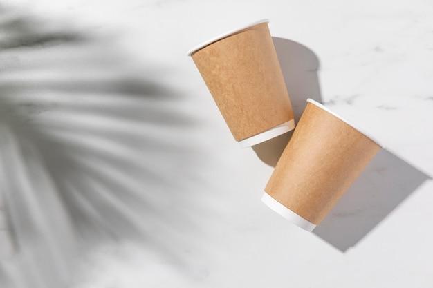 Arrangement de gobelets en papier à plat