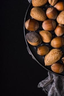 Arrangement de gros plan de noix fraîches